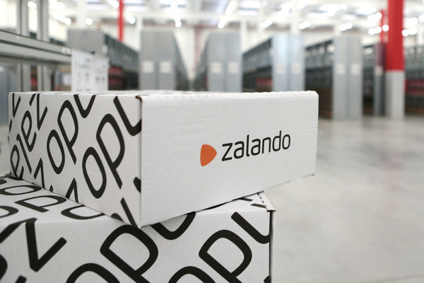 https://www.retailgazette.co.uk/blog/2017/01/zalandos-quarterly-sales-smashes-eu1bn-mark-for-the-first-time